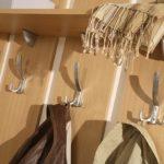 Как подобрать и закрепить крючки для вешалки своими руками