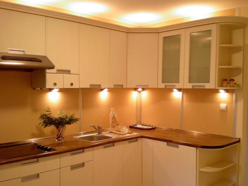 Точечное освещение рабочей зоны на кухне